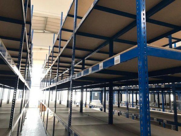 étagères de stockage entrepôt 22